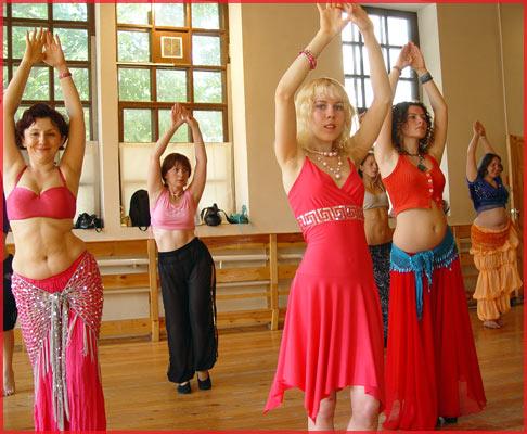 Танец Карины-Барби.  Обращение Карины к посетителям ее сайта.
