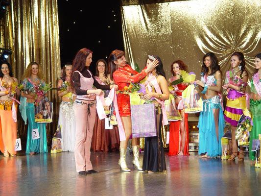 """Награждение победительниц """"Мисс Беллиданс 2006"""""""