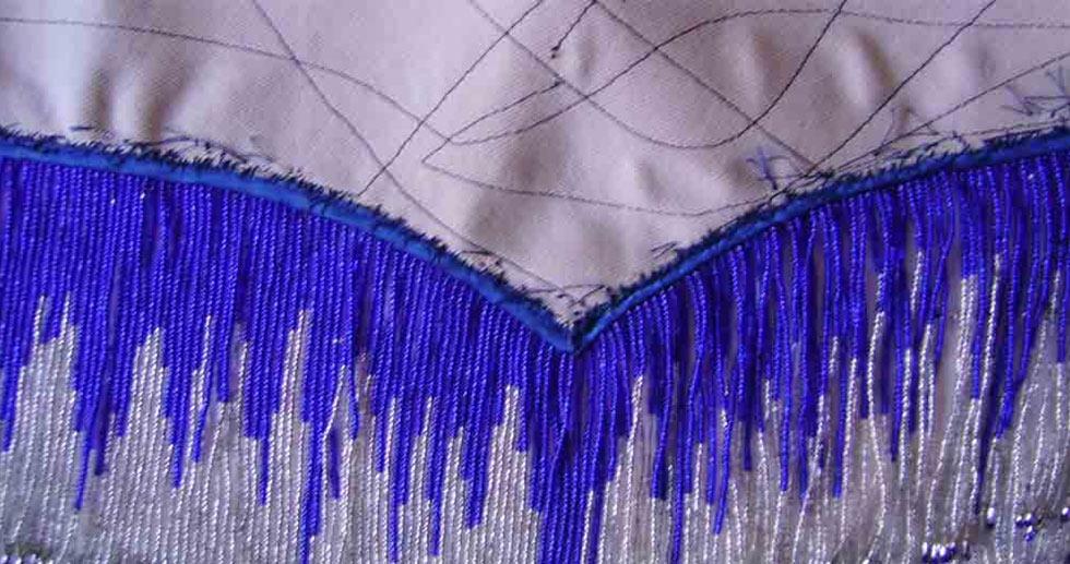 Пояс, обшитый косой бейкой, с набранной навеской